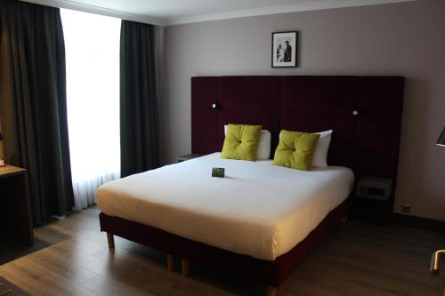 A bed or beds in a room at Marivaux Hotel