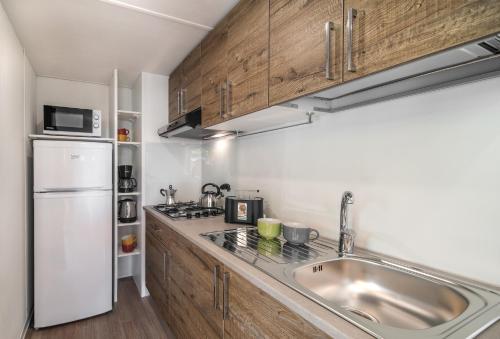 A kitchen or kitchenette at Fabulous Village