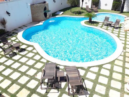 Uma vista da piscina em Mangata Suítes ou nos arredores