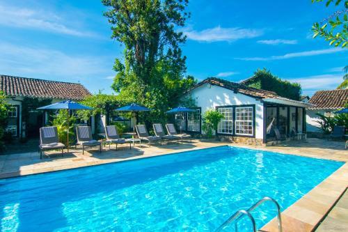 The swimming pool at or near Pousada Pardieiro