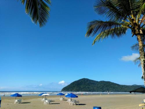 Uma praia perto da pousada