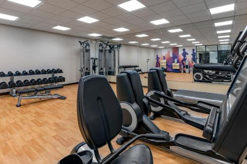 The fitness center and/or fitness facilities at Hyatt Place Anchorage-Midtown