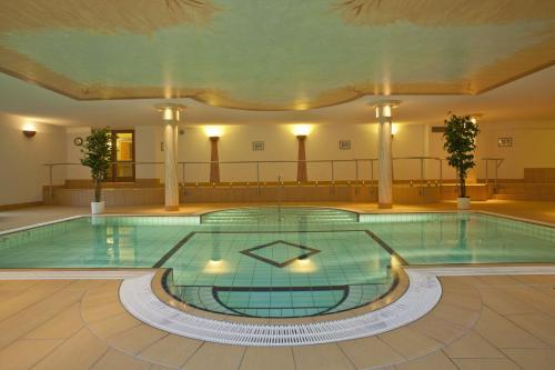 The swimming pool at or near Belchenhotel Jägerstüble