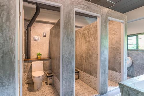 A bathroom at Sanim Hostel
