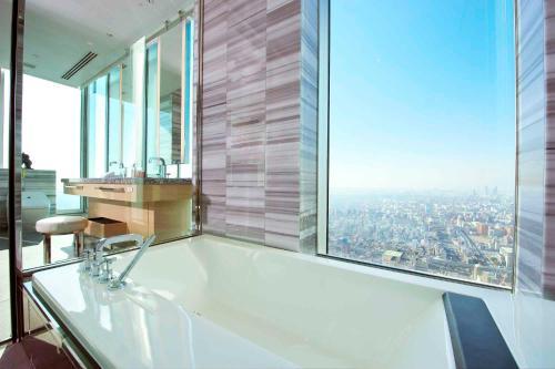 Kamar mandi di Osaka Marriott Miyako Hotel