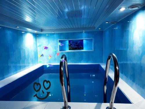 The swimming pool at or close to Tsarskaya Usad`ba Guest House