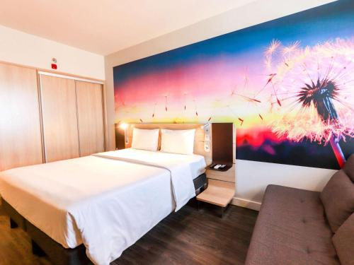 A bed or beds in a room at Novotel Itajai