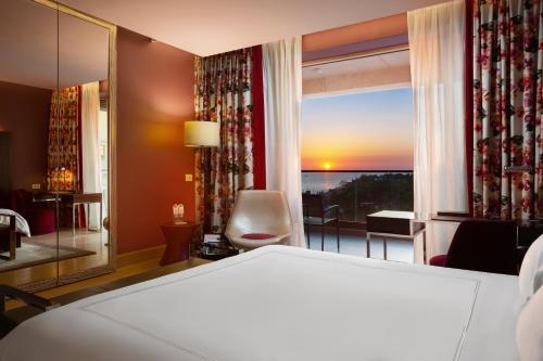 A bed or beds in a room at Swissôtel Resort Sochi Kamelia