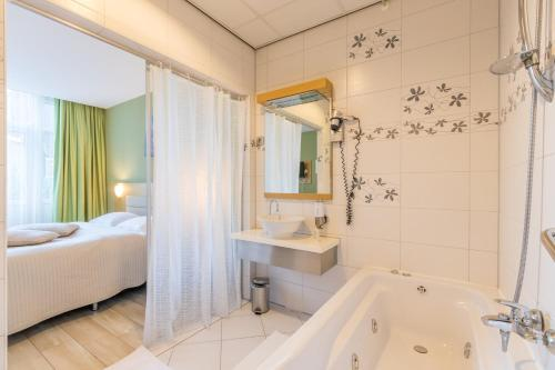 حمام في Hotel Port