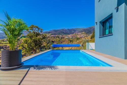 A piscina em ou perto de A&M House II Luxury Holidays Home