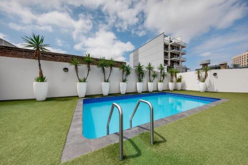 Бассейн в Vibe Hotel Sydney или поблизости
