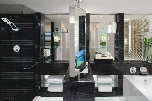 A bathroom at Mandarin Oriental Hong Kong