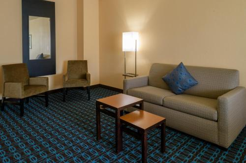 A seating area at Fairfield Inn & Suites Kennett Square
