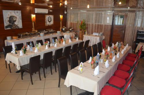 A restaurant or other place to eat at Bano Palace Hotel