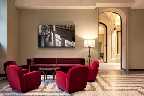 A seating area at NH Collection Torino Piazza Carlina