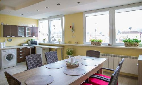 Restauracja lub miejsce do jedzenia w obiekcie Apartament Gościnny Magda