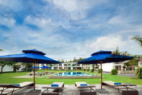 Hồ bơi trong/gần Saint Simeon Resort & Spa Long Hai