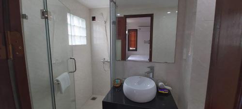 A bathroom at Hanoi Endless Hotel