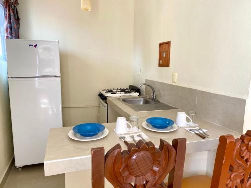 Una cocina o zona de cocina en Hotel El Campanario Studios & Suites