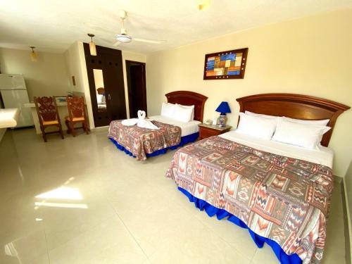 Cama o camas de una habitación en Hotel El Campanario Studios & Suites