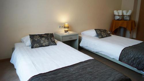 Ein Bett oder Betten in einem Zimmer der Unterkunft Hotel Bissen