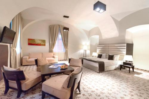 A seating area at Buda Castle Hotel Budapest
