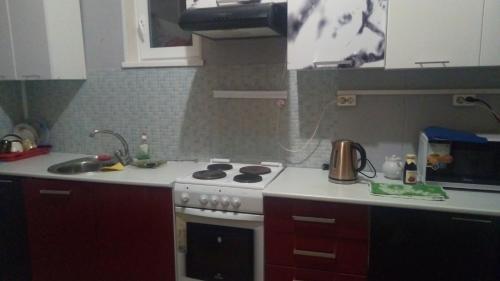A kitchen or kitchenette at Гостевой дом Салонка