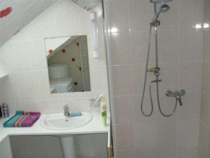 Salle de bains dans l'établissement Le Logis Solidaire