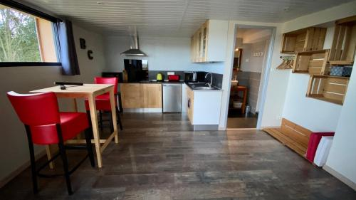 "A kitchen or kitchenette at Gite ""bois & Cailloux"""
