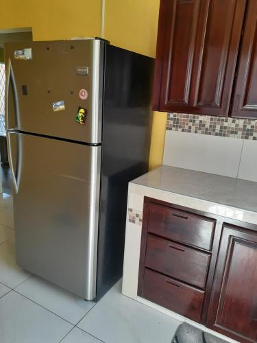 A kitchen or kitchenette at GranAnn's Place