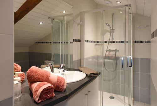 Salle de bains dans l'établissement Auberge du Couvige