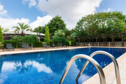 The swimming pool at or near Hôtel Oceania Nantes