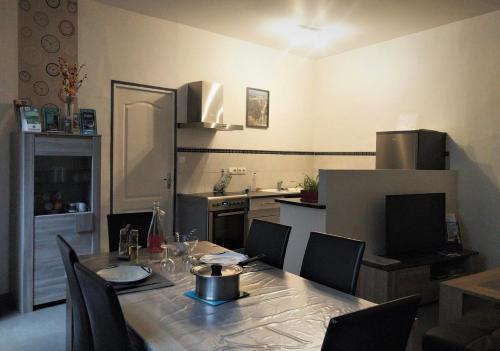 A kitchen or kitchenette at L'appart Millau