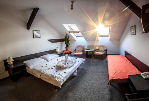 Кровать или кровати в номере Hotel Pyramida