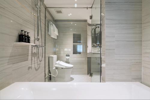 A bathroom at The Salil Hotel Sukhumvit 57 - Thonglor