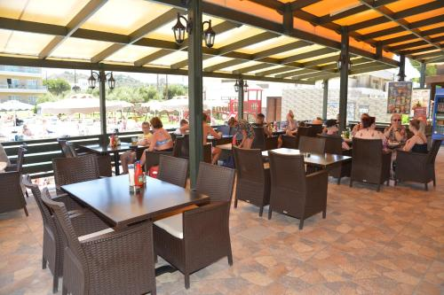 A restaurant or other place to eat at Emerald Hotel