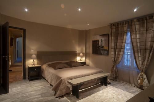 A bed or beds in a room at Bed & Breakfast Demeure du Pareur