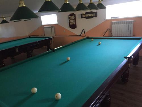 A pool table at Hotel Konvalia