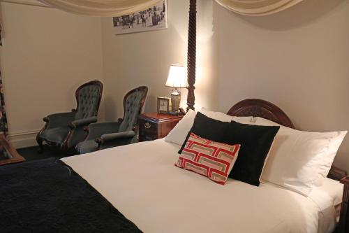 A bed or beds in a room at Yarra Valley Grand