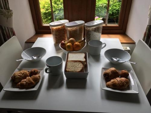Breakfast options available to guests at Alderdale B&B