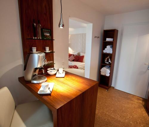 A kitchen or kitchenette at Hotel Rheinpark Rees