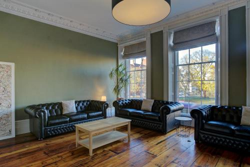 A seating area at Manchester Evening News Poshet Property!