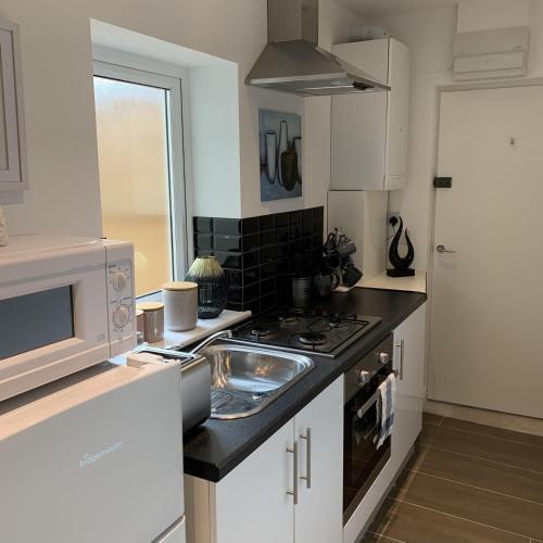 A kitchen or kitchenette at Allure Watford Apartment