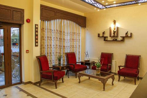 A seating area at Rumman Hotel