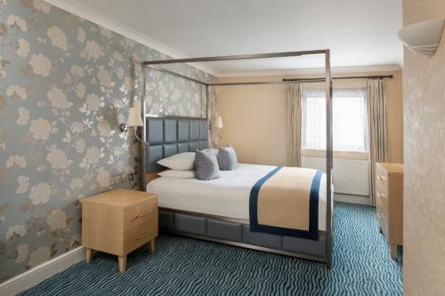 A bed or beds in a room at Bridgewood Manor Hotel & Spa
