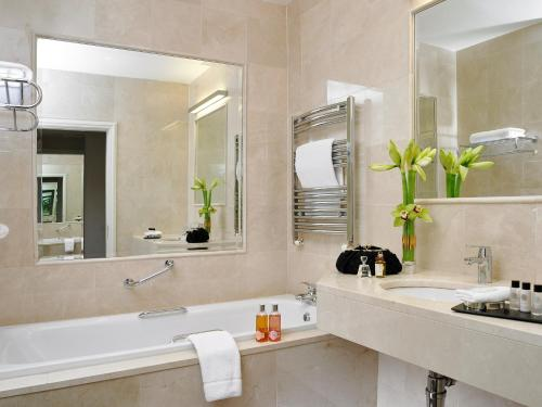A bathroom at Trident Hotel Kinsale