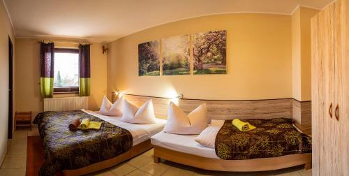 Posteľ alebo postele v izbe v ubytovaní Penzion Veverica