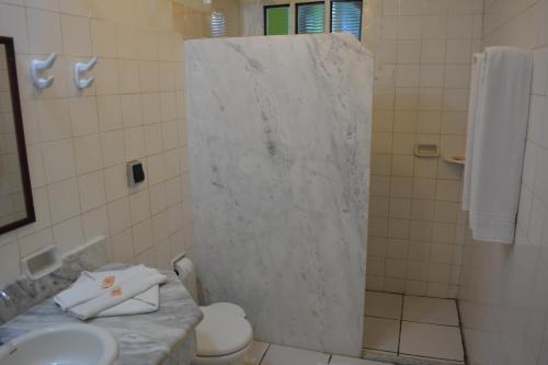 Um banheiro em Capitania Praia Hotel