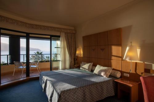 Uma cama ou camas num quarto em Monte Mar Palace Hotel