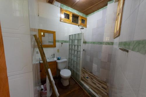 A bathroom at Pacot Breeze Hotel